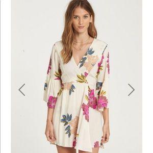 NWT Billabong Devine Dress